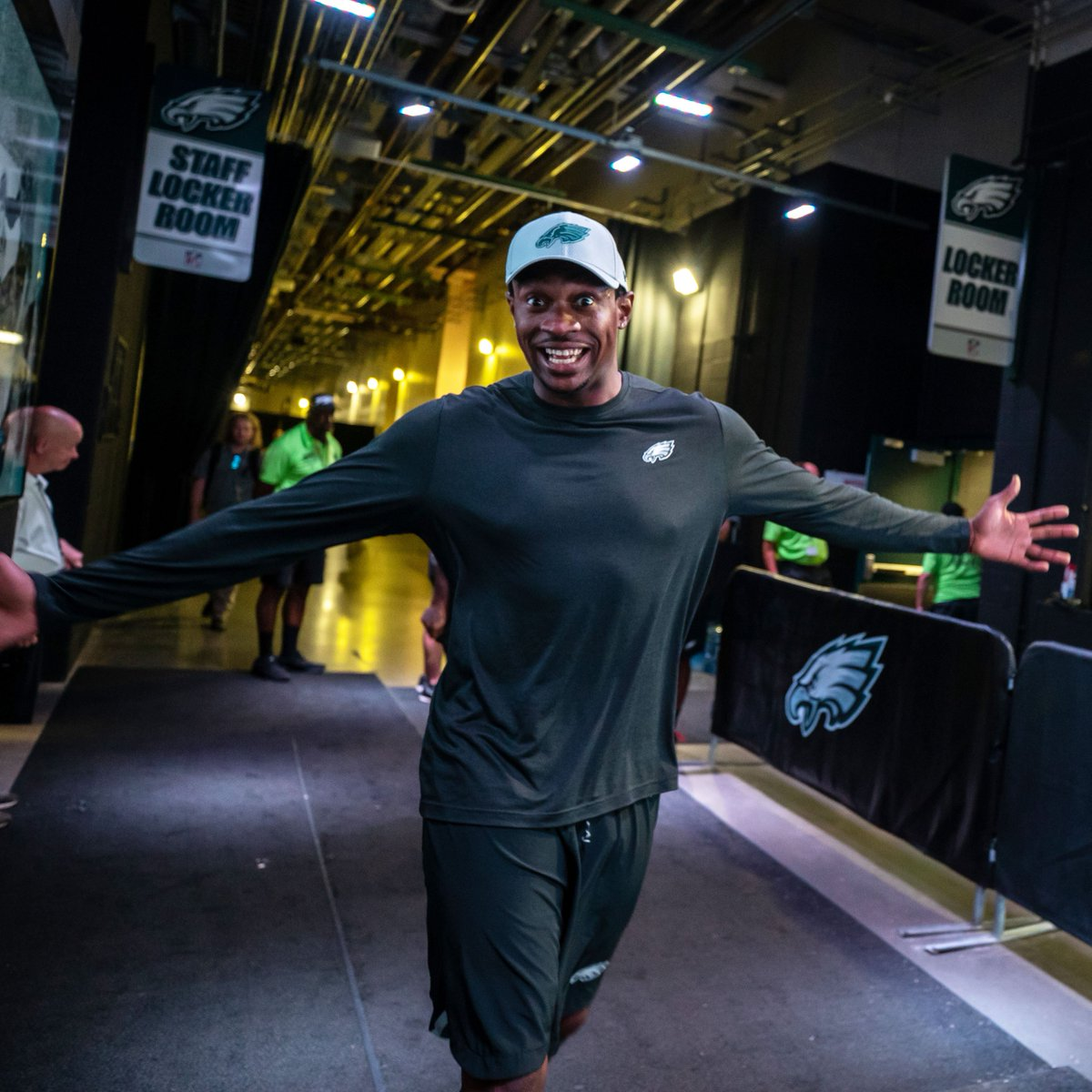 Ready to greet the weekend!   #FridayFeeling | #FlyEaglesFly <br>http://pic.twitter.com/YnL8uGVG2R