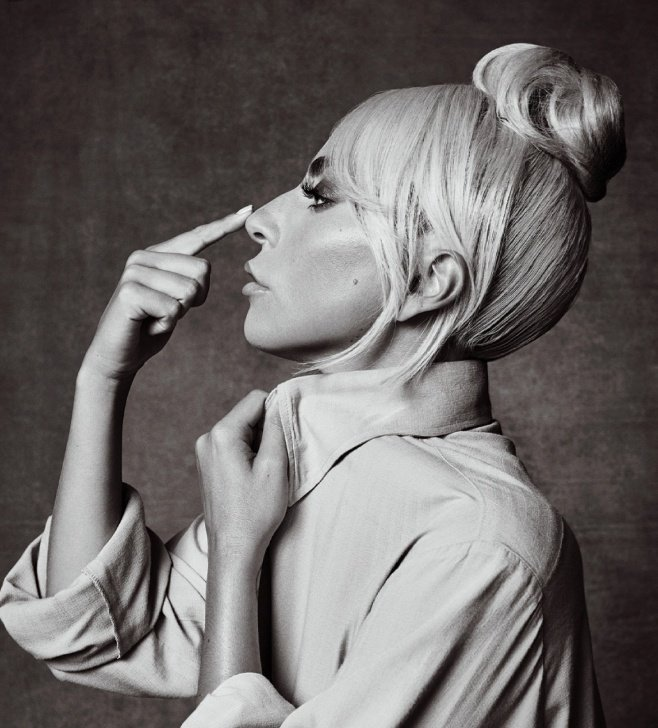 That interview in which Gaga started crying because she couldn't recall the last time she didn't see sadness in her eyes during a photoshoot... and she said that these pictures were different... I think about it often.  I'd die for her   @ladygaga <br>http://pic.twitter.com/W9NRYfqyxK