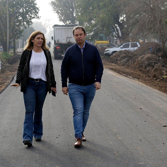 🚧🚧🚧 Esta mañana recorrimos la calle #Diomede de #Burzaco donde verificamos el avance de las obras de asfalto que estamos llevando adelante en beneficio de nuestros vecinos de toda esa zona. #TodosSomosBrown