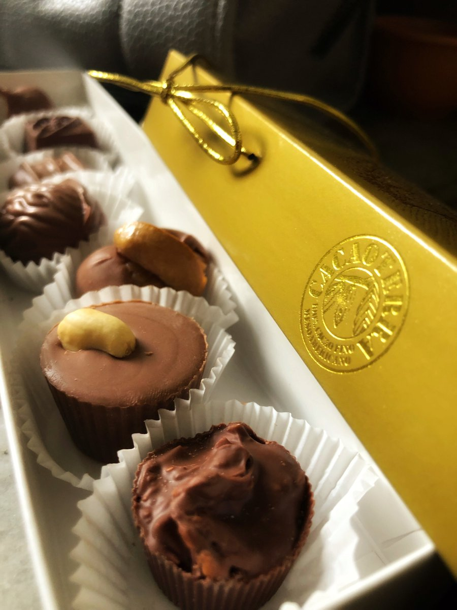 A little box of happiness!❣️🍃🍫#artisannnaturalfoods #beantobar #beantotruffle #cacao #Cacaoterra #chocolat #chocolate #chocolateríasalvadoreña #chocolaterie #chocolatier #localspecialty #ShawsChocolates #ShawsTodaUnaTradición #singleorigin http://bit.ly/2Z0CtlW