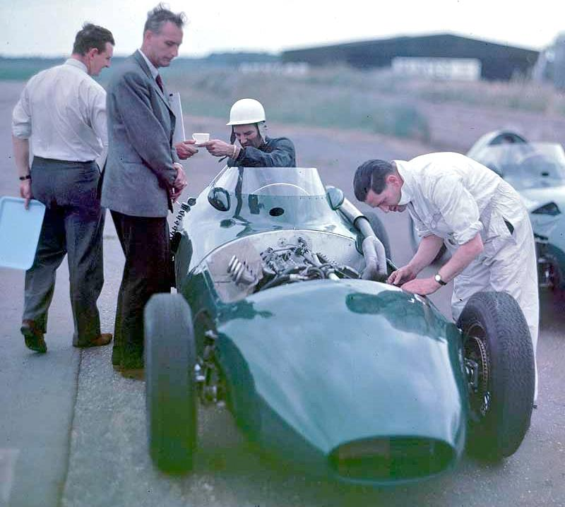 Sir Stirling Moss in Vanwall 57 scored his 5th #F1 Championship pole position at Silverstone. 1958 #BritishGP
