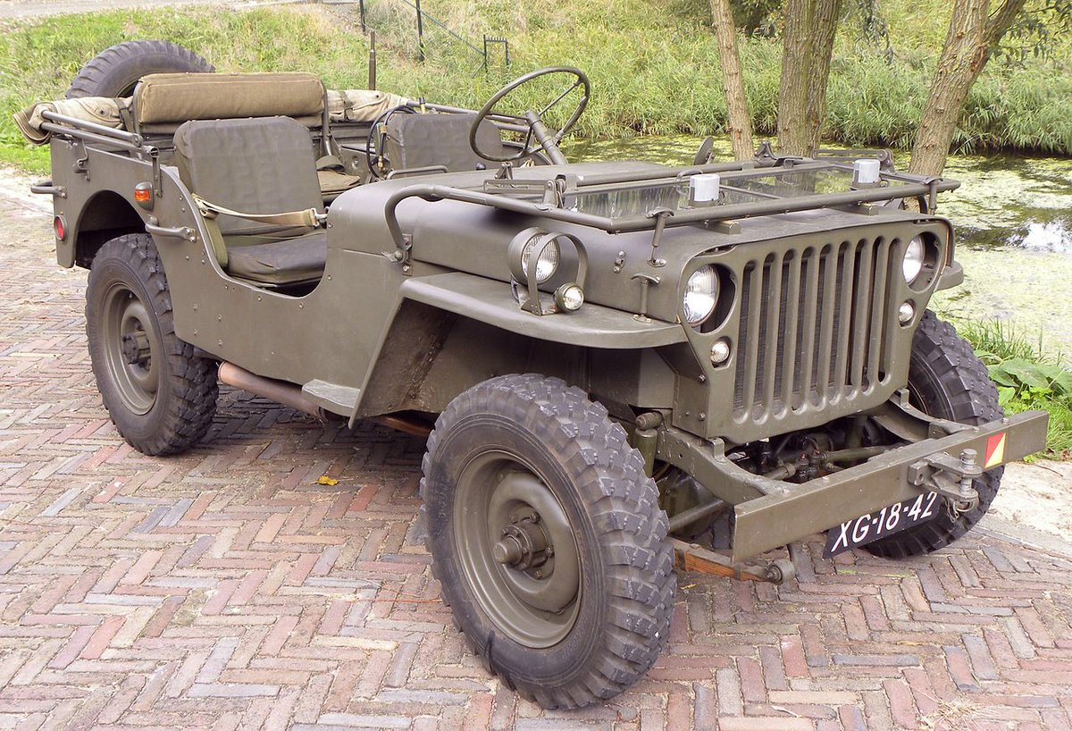 Crazy to see how far #Jeep has come over the years. It still has the same overall look <br>http://pic.twitter.com/L83fiV53ME