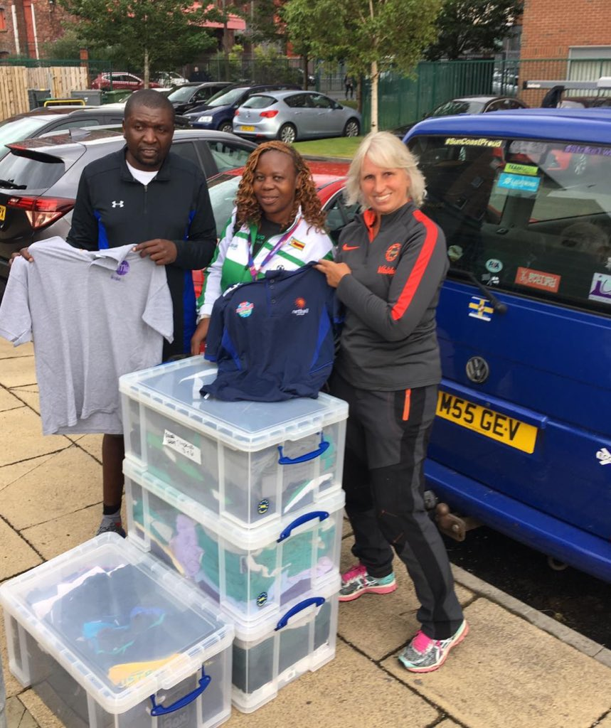 It's not only me been busy this week @NetballWorldCup my mum has too! She's helped me collect & donate unused netball kit for Team Zimbabwe @ZimbabweNetball to take home for their young aspiring netballers. 🙌🏽#ChangeTheGame