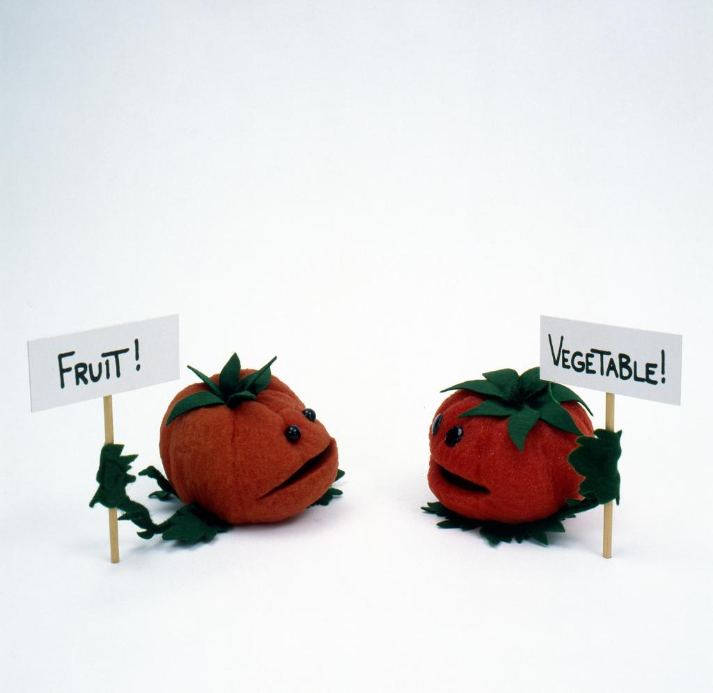 Happy Foodie Friday! Can anyone help settle this debate between tomatoes? The Swedish Chef needs to know if he can make them into a fruit salad. <br>http://pic.twitter.com/rlNI1btiOY
