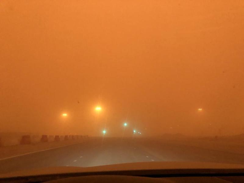 مُحذراً قائدي المركبات.. الحصيني: الرياح المثيرة للأتربة تستمر حتى فجر السبت في الرياض والشرقية والقصيم.
