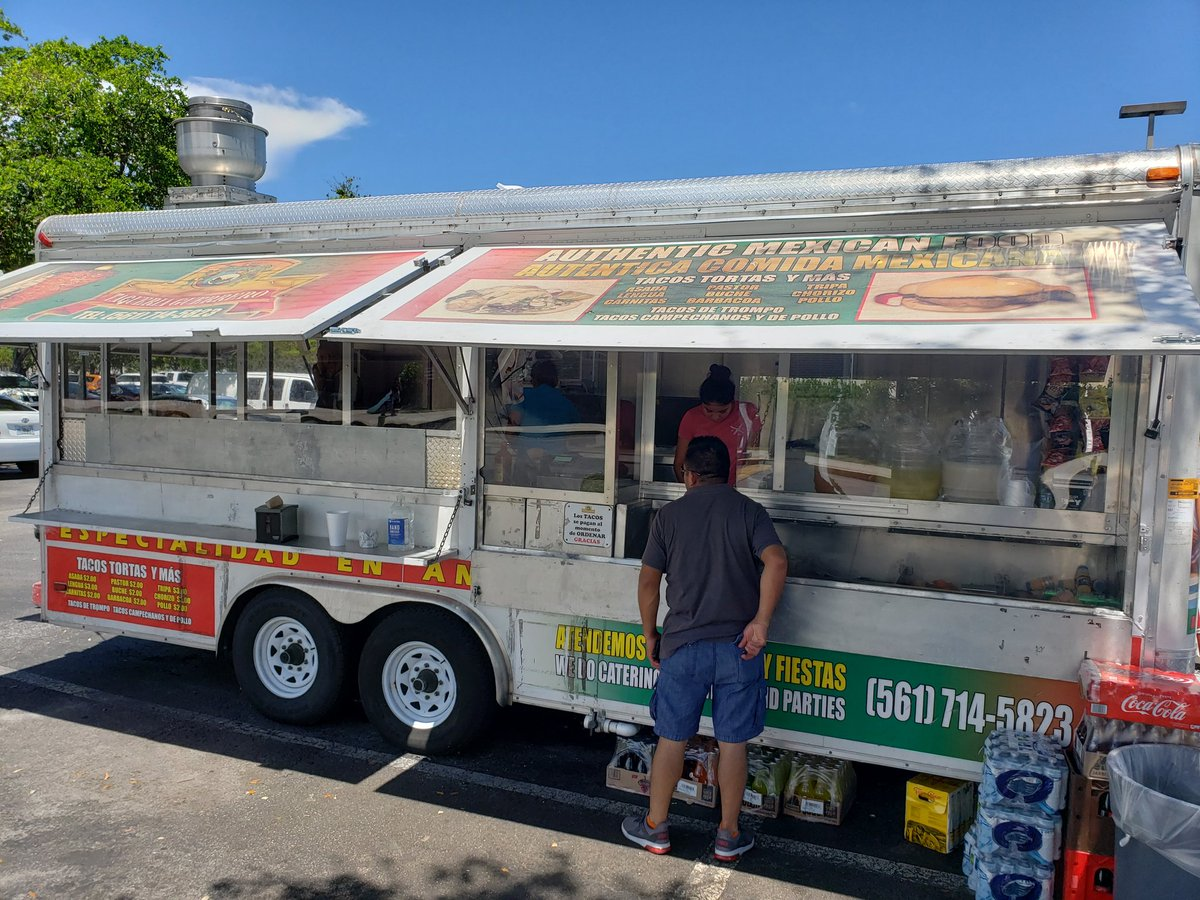 Sheet food in Greenacres.. #foodtruck food is the best.. Taqueria Guerrero 🌮 bring the Guerrero Business into Sprint soon.