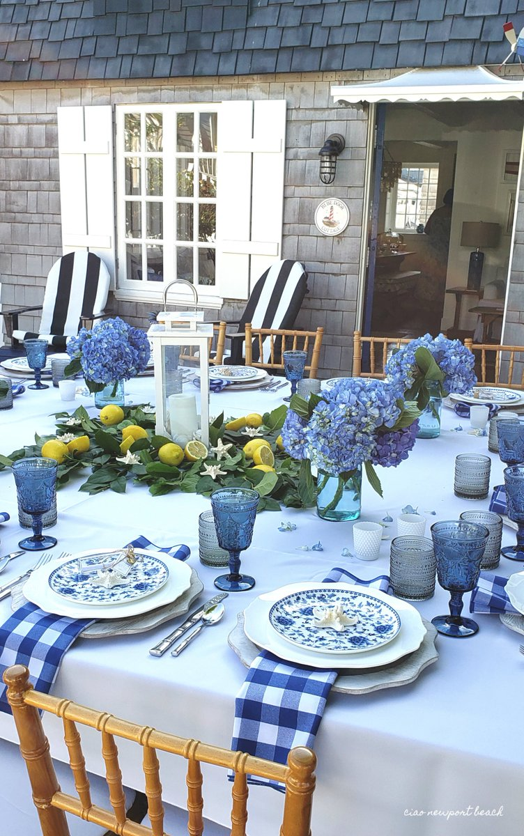 Visit this coastal cottage all decked out for summer! https://ciaonewportbeach.blogspot.com/2019/07/a-balboa-cottage-dinner-party.html… 😍 …#balboaIsland #newportbeach #hydrangeas #tablescape