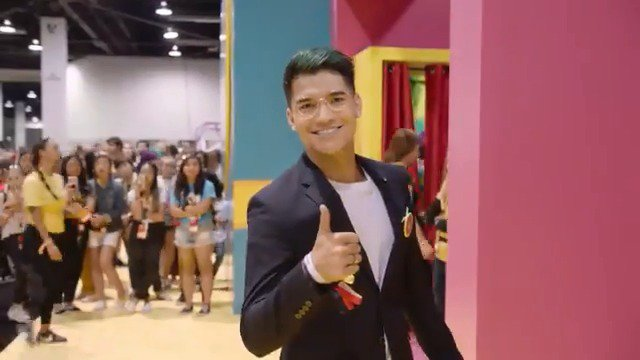 Alex Wassabi is determined to reign supreme as Prom King! 😉 Follow along as he hits up @VidCon to rack in some votes