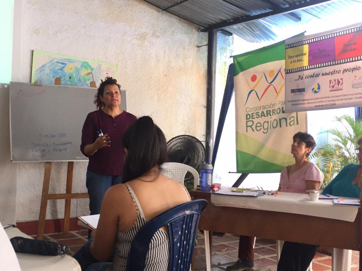 """Hoy apoyamos la realización del taller ¿Cómo presentar los informes ante la #JEP?"""" con la presencia del equipo de la @JEP_Colombia para Valle del Cauca y diversas organizaciones, ONGs y personas víctimas del conflicto armado de la región."""