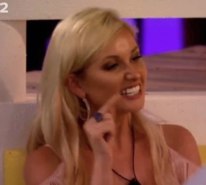 WHY THE FUCK DID THE PRODUCERS PUT AN ADVERT IM LIVID! #loveIsland  <br>http://pic.twitter.com/PED4Yqm8iv
