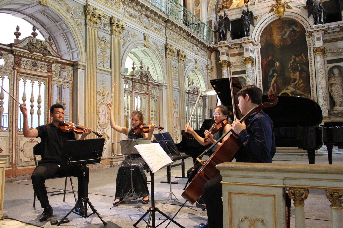 Ce week-end au château ✨ - Des morceaux de Brahms, Clarke et Boulanger seront joués samedi à 18h, chapelle de la Trinité.🎶 - Enquête au château : des salles inexplorées et une plongée dans le Second Empire seront les ingrédients d'une nouvelle énigme. Bon week-end à tous😉