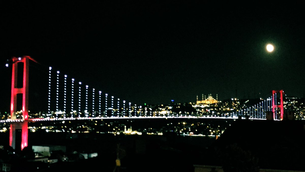 İyi geceler #Istanbul - you're even more breathtakingly beautiful under the moonlight  <br>http://pic.twitter.com/36fRnoyeqw