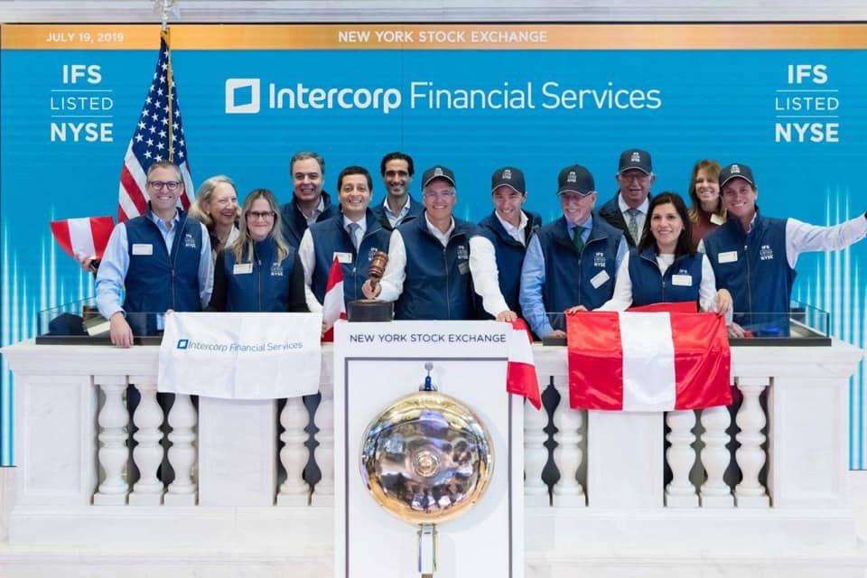 Increíblemente orgulloso! - gracias a l@s miles de colaborador@s que hacen esto posible - los sueños están para cumplirse! IFS en NYSE!!!  @Interbank @Interseguro #Inteligo 🇵🇪 👏💚