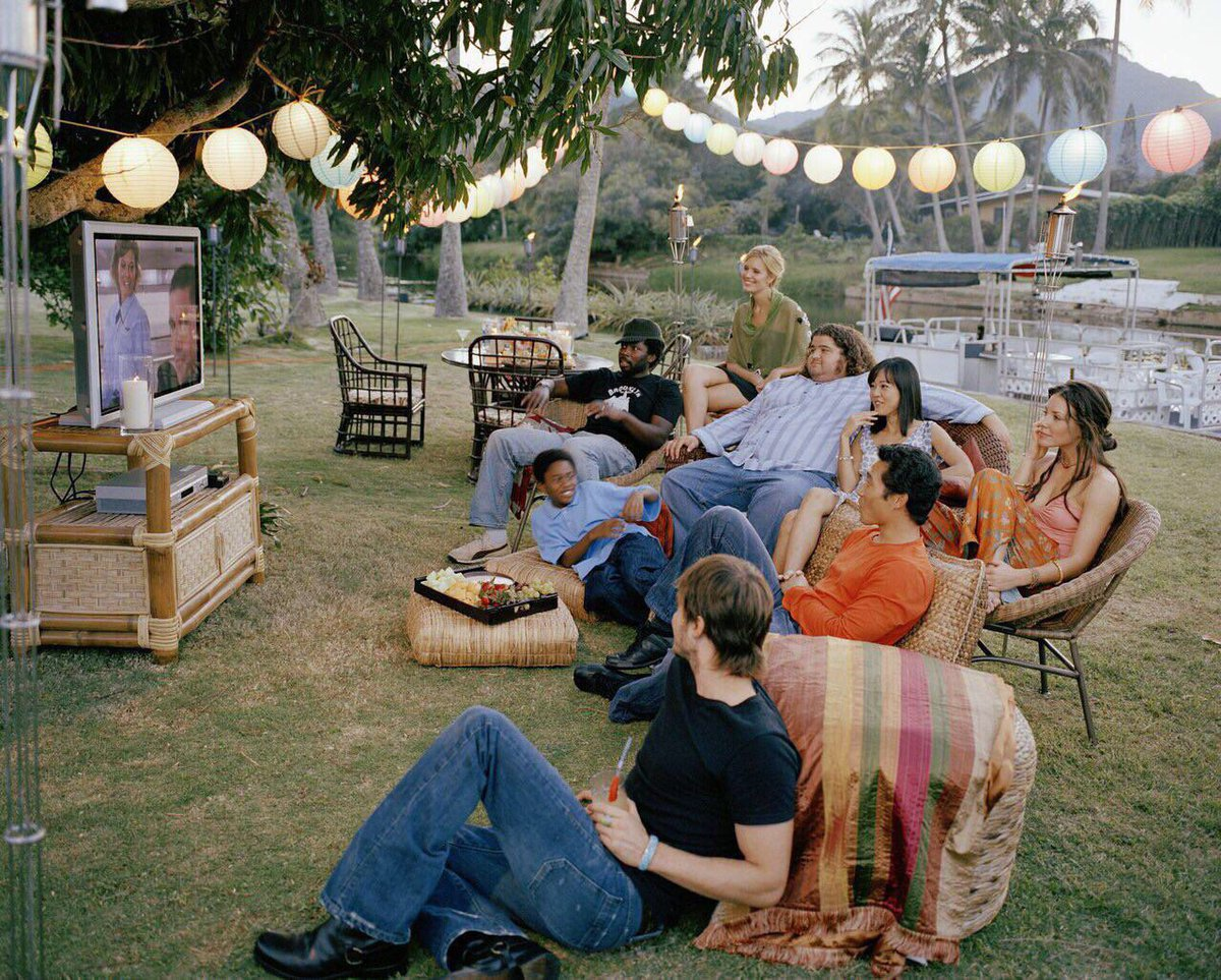 Some of the #LOST cast watching the Pilot. #FlashbackFriday <br>http://pic.twitter.com/D5xkudIvdp