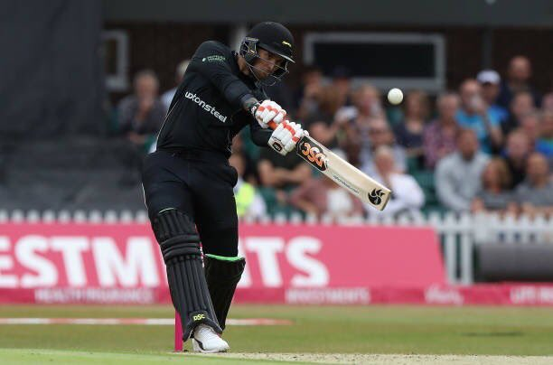 Incredible innings from Cameron Delport tonight. 129 from 49 balls with 7 fours & 14 sixes! @EssexCricket set 226/4 from 15 overs. Now @surreycricket 86/6 in the 8th. Commentary continues on @5liveSport #bbccricket #TMSt20