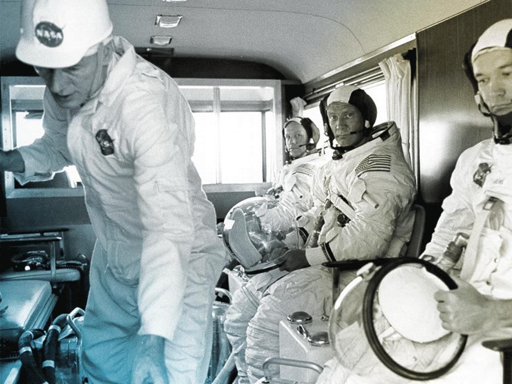 D 3j0pwXsAAxTPM - The Moon 1969