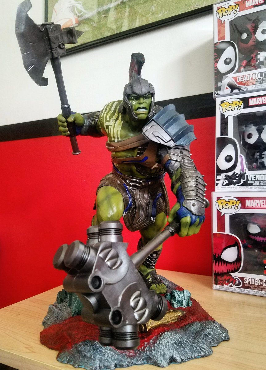 New Gladiator Hulk statue to add to my collection! This