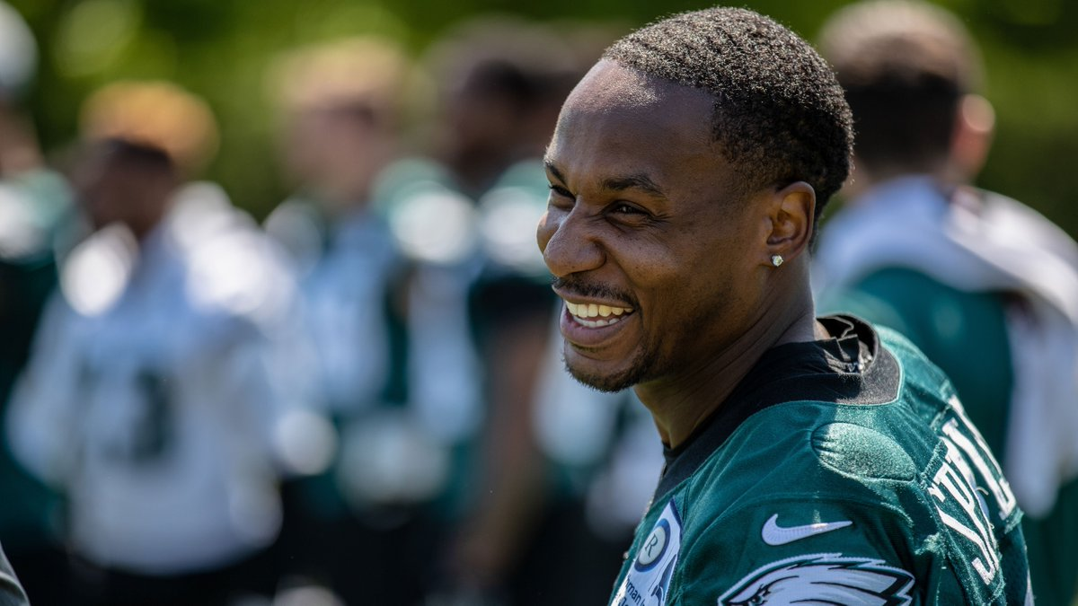 """My heart is in Philly. That's where I want to end my career. That team, the city is like a family."" - @DarrenSproles  #FlyEaglesFly <br>http://pic.twitter.com/A1uEKBxQ0B"
