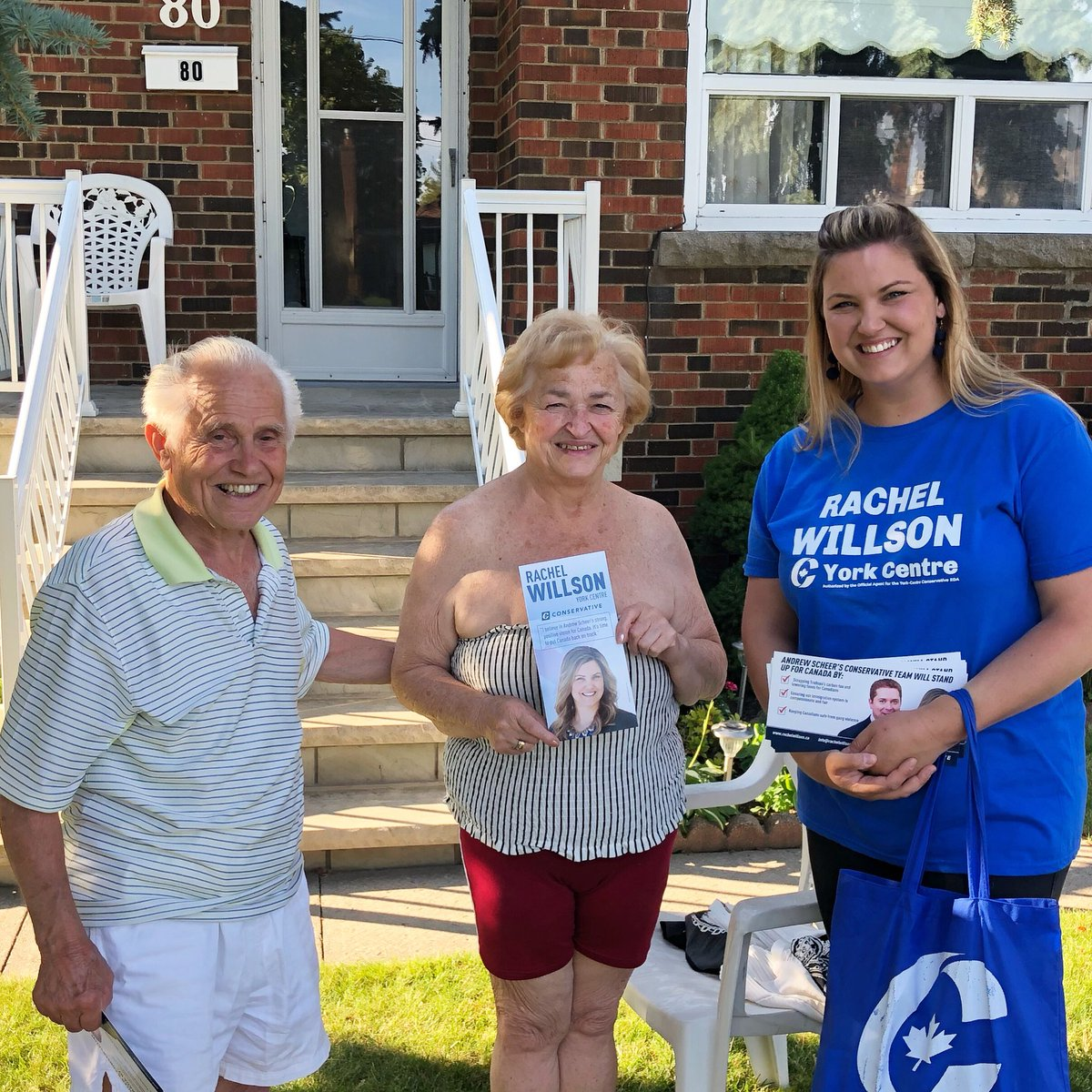 This couple has voted Liberal their entire lives... until now! They are saying #nototrudeau and voting #Conservative! Welcome to the family. Let's turn York Centre blue! @CPC_HQ #cdnpoli