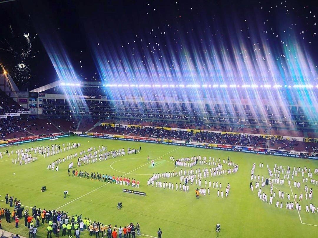 'AV 25' Ecuador gave Antonio Valencia a very warm welcome home before he made his LDU Quito debut.  #MUFC<br>http://pic.twitter.com/fJ0UTdHl5x