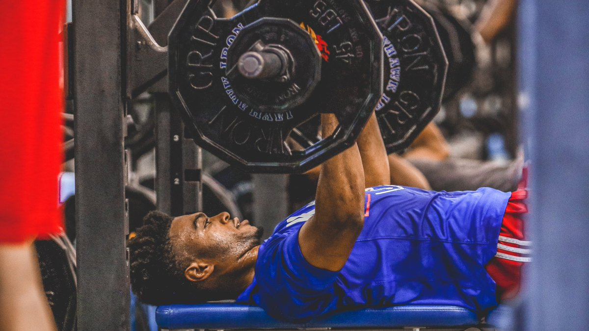 #FlexFriday brought to you by @A_Hudy  #KUbball<br>http://pic.twitter.com/k95XQhCRDe