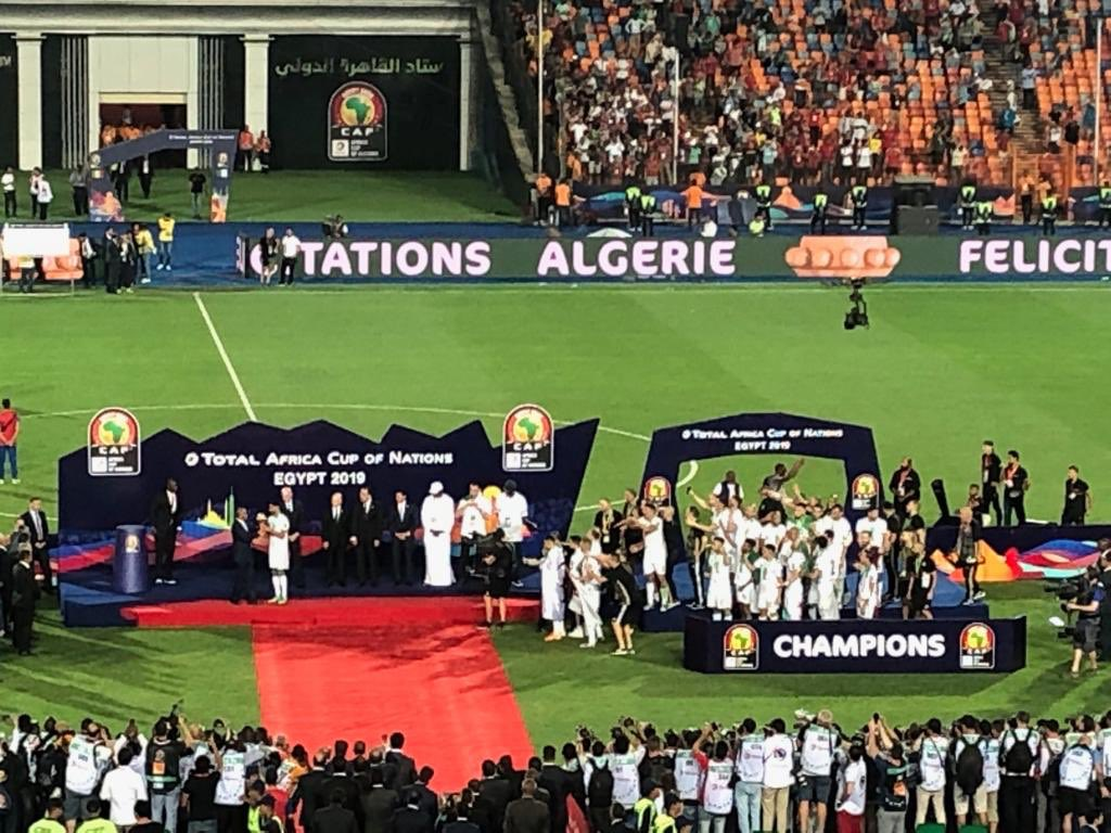 .@AAhmad_CAF presents @LesVerts with #TotalAFCON2019 Winners 🏆@ Cairos International 🏟. Bravo 🇩🇿 desert 🦊es.