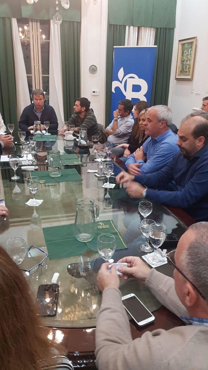 [AHORA] Realizamos una reunión de gabinete con todo el equipo de @MunicipioBrown para avanzar con las políticas públicas en beneficio de nuestros vecinos. #TodosSomosBrown