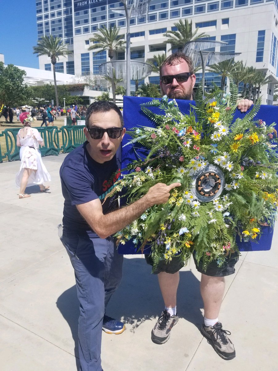 A fan came to #SDCC as Tony's funeral wreath 😭