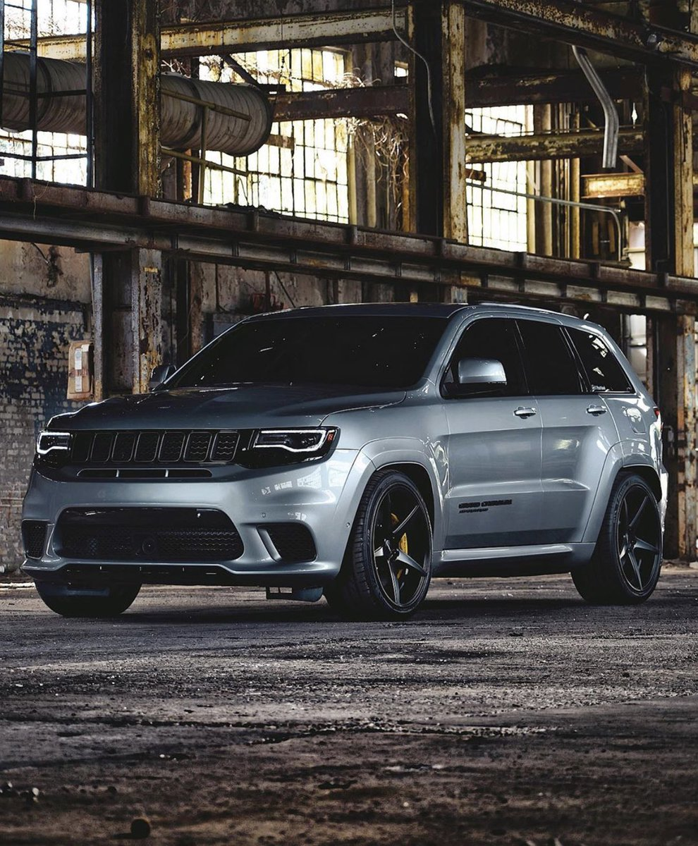 Wicked shot of the 707hp 2019 Jeep Grand Cherokee SRT Trackhawk!   #MoparOrNoCar #MoparChat owner 1FastHawk<br>http://pic.twitter.com/RkOQnaVhQW