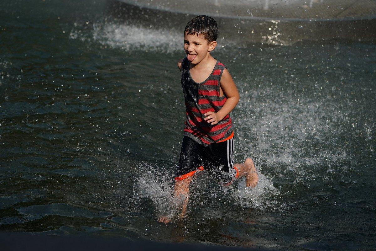 #اليوم_السابع | بسبب الطقس الحار .. اطفال امريكا يلعبون فى نافورة حديقة واشنطن سكوير فى نيويوركhttps://is.gd/MLexmX