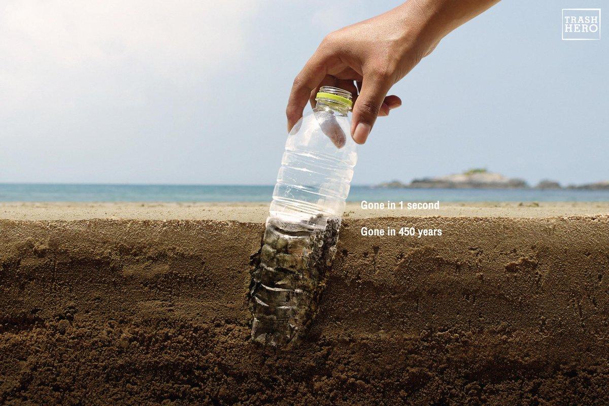 我々はほんの1秒足らずでゴミを取り除くことができるが、自然がそれを完全に分解するには数百年、物によっては1000年以上かかるケースもある。落ちているゴミを拾うことで、誰もが自然を救うヒーローになることができる。タイで制作された国際ボランティア団体「Trash Hero」の啓蒙広告。