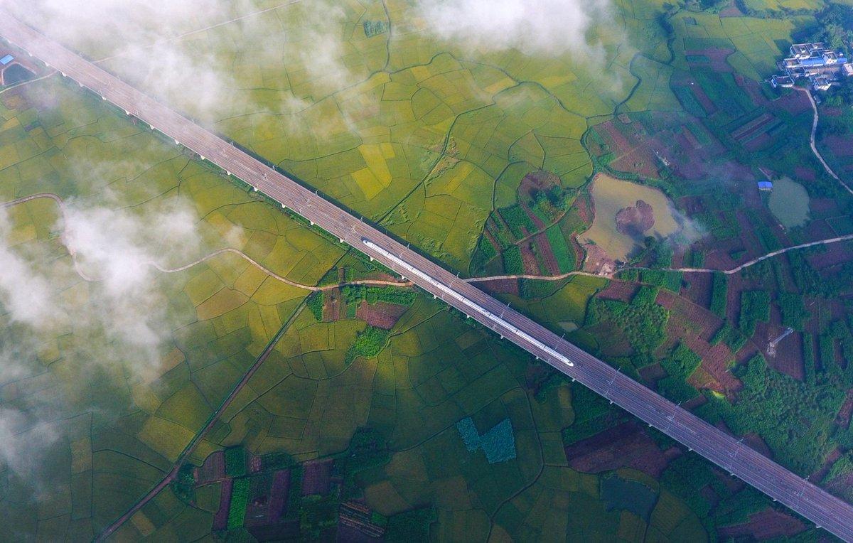 Enjoy the sheer beauty in S China's #Guangxi Zhuang Autonomous Region #EcoChina #FlyOverChina More: http://xhne.ws/5s8Tf