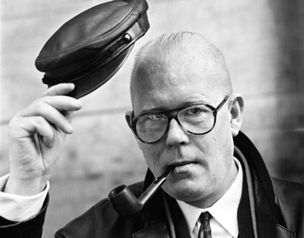 Ich habe einen gesehen, dem man das Leben ansehen kann. – Mutmaßungen Uwe #Johnson 20.7.1934 – ?23./24.2.1984 Was ich hätte sagen können war, ich möchte auf die Wolken. Aber Jakob ist immer quer über die Gleise gegangen. The difficulties of saying I. – Jahrestage [dpa]