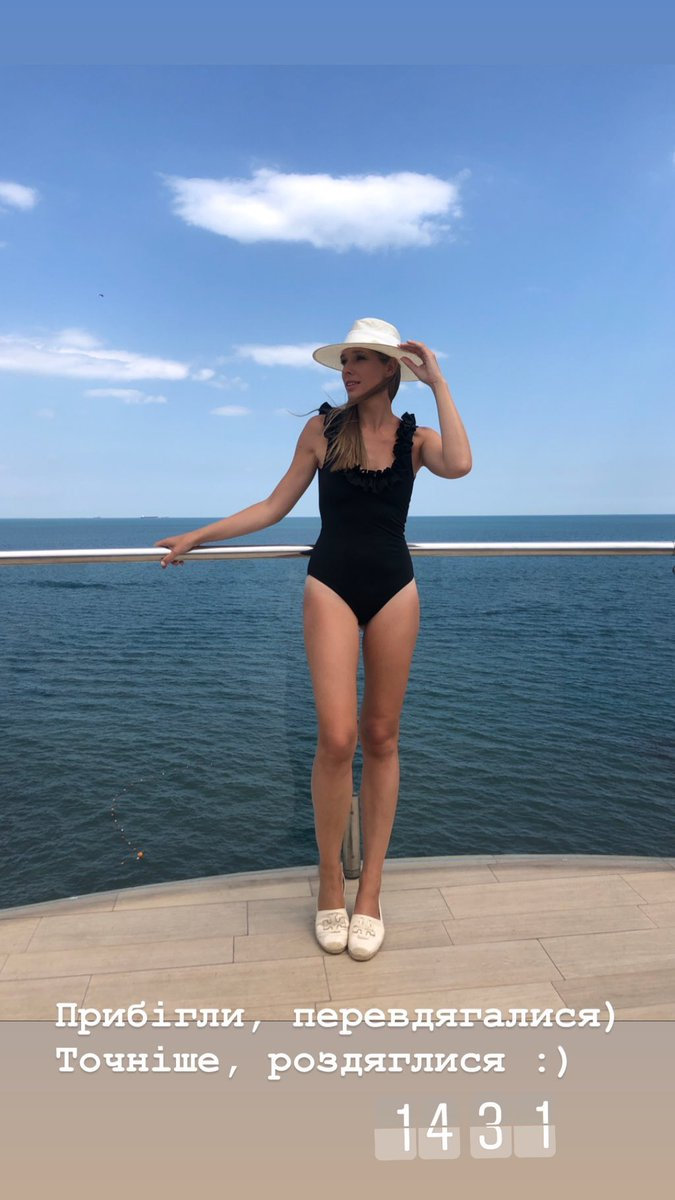 Катя Осадчая в купальнике