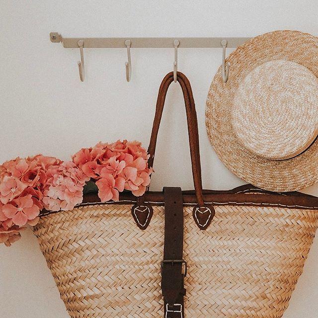 Simply styled Saturdays are my favourite thing 🌸💗 . . . . .  #wickerbasket #mywhiteco #mysimplestyle #mywhitecompany #hydrangeas #pinkflowers #flowerandbasket #bloomingniki #discoverunder4k #discoverunder5k