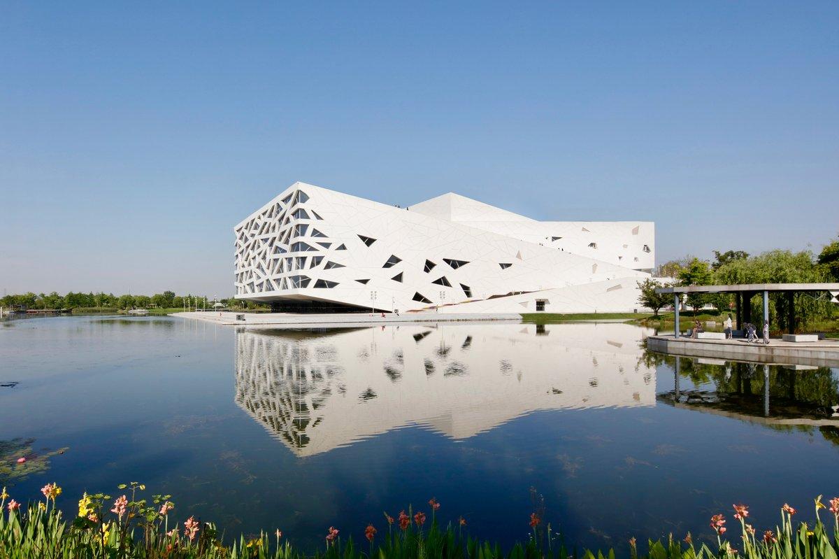Henning Larsen completes Iceberg-like opera house in Hangzhou: at.dezeen.com/2Sn0b9B