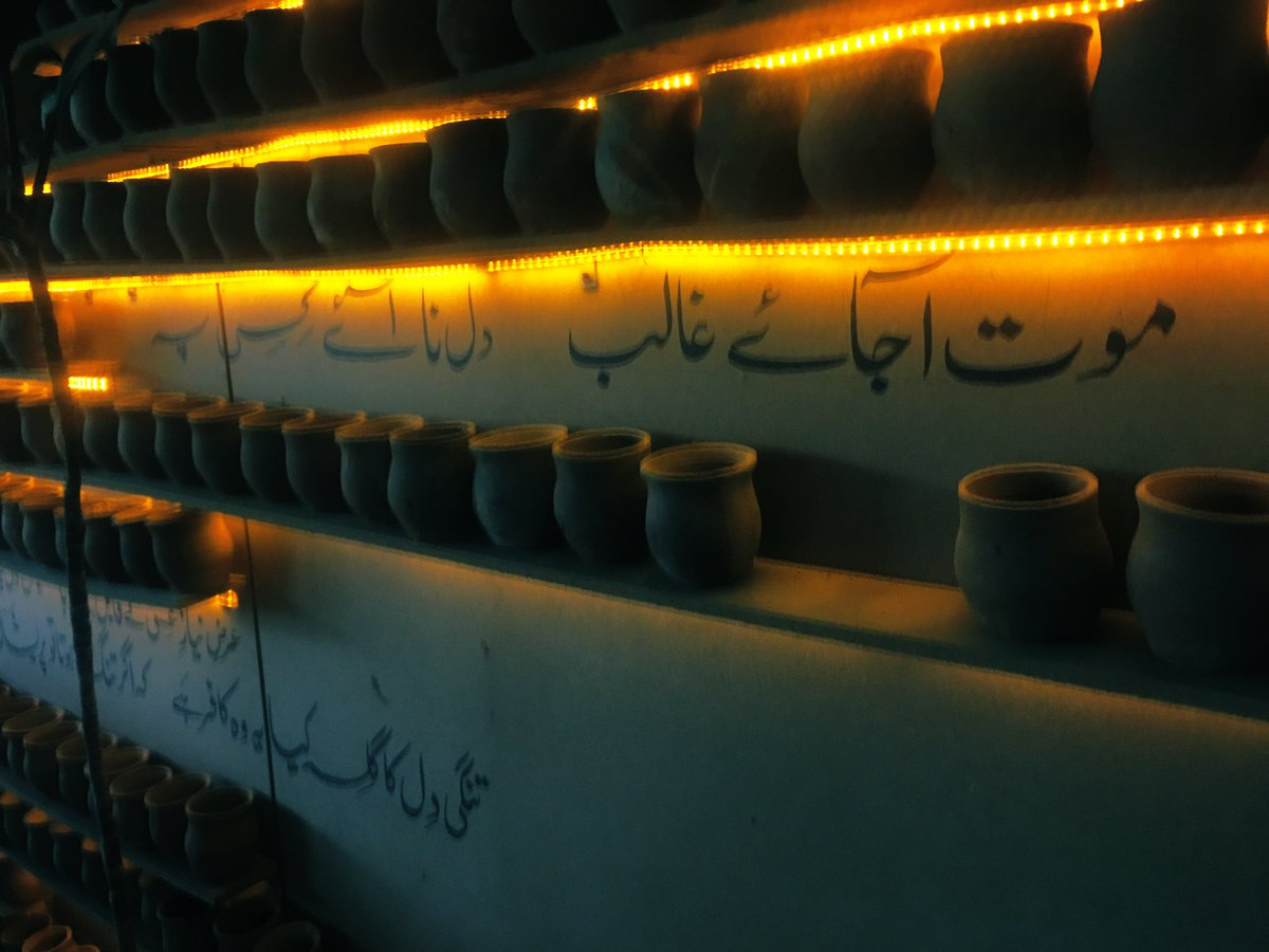 Having a roadside cup of tea in Lahore. <br>http://pic.twitter.com/2Him3OifTk