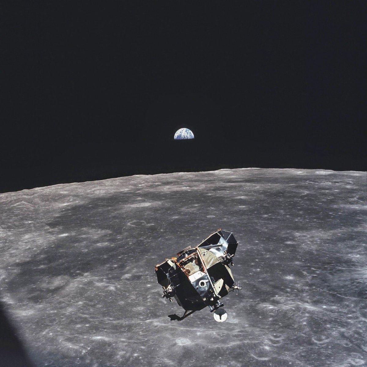 Como la materia no puede crearse ni destruirse, todo ser humano—vivo o muerto—está en esta foto. Excepto Michael Collins, quien la tomó el 20 de julio de 1969. #Apollo50th