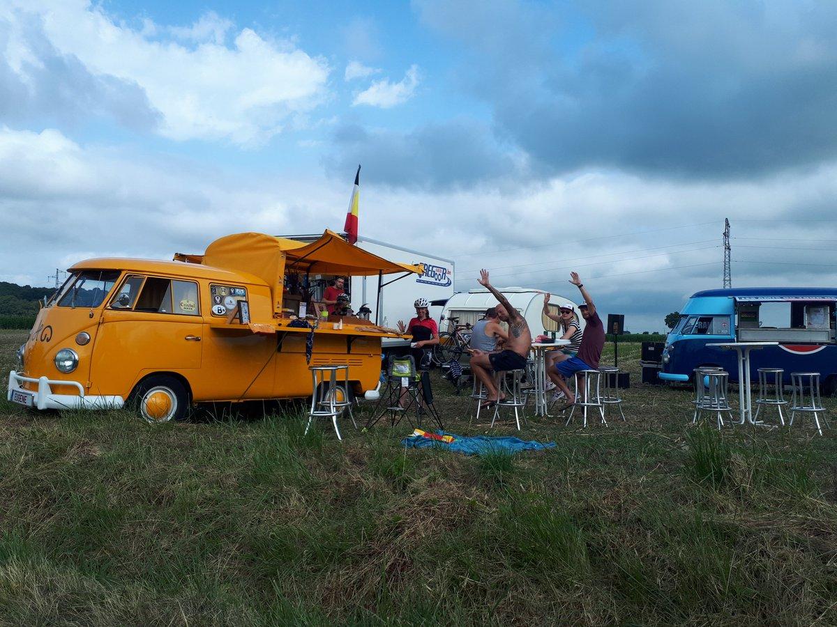 Entre Pontacq et Labatmale, on attend déjà les coureurs... et la caravane ! #TDF2019 @LeTour