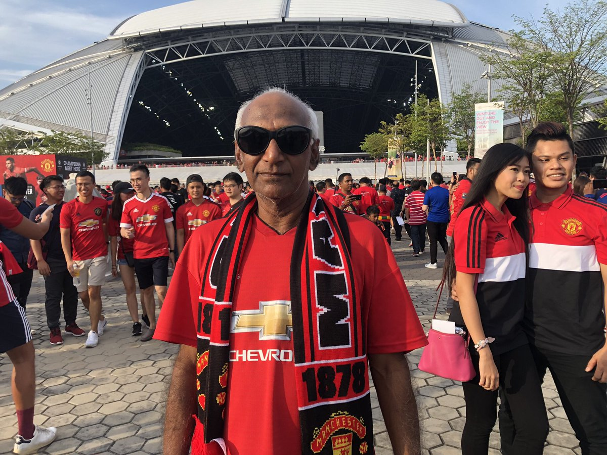 Ambi, 68. Followed MUFC since 1963 when his teacher told him about the Munich air crash. He took a ten hour overnight bus from Penang to Singapore. And he's taking it back. Fav player: Denis Law. <br>http://pic.twitter.com/FPafsGEXTp