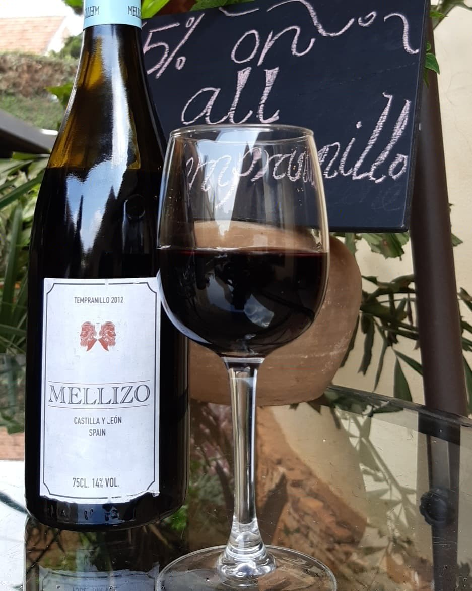 Happening now! Come have a taste of the Castilla Y Leon ~ tempranillo from @mellizo_wine #saturdaywinesippin with #KampalasBestLittleWineandCheeseShop #bestspanishwineintown #WineTasting #saturdayvibes #mellizo #tempranillo #redwine #wineglass #PantryDiscounts #PantryTastings