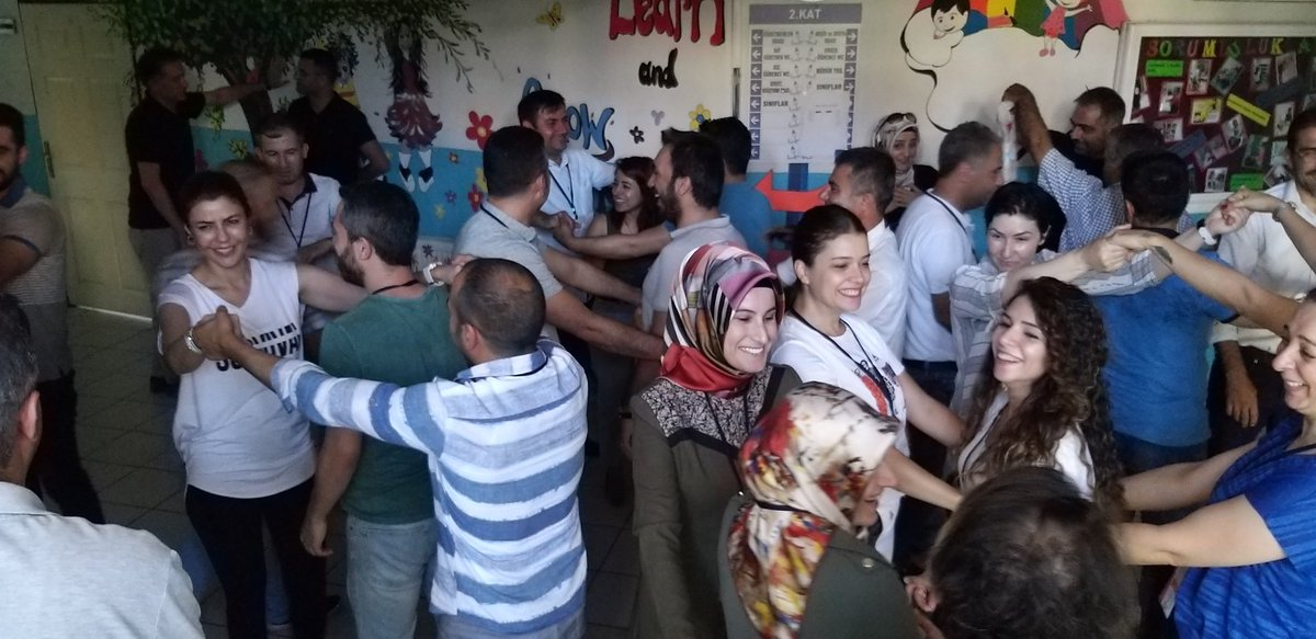 """Diyarbakır'da""""Kapsayıcı Eğitim Bağlamında Okul Yöneticilerinin Mesleki Gelişim Programı""""nın ikinci gününde ev sahibi kiracı oyunu ile ögleden sonrada eğitimlerimiz devam ediyor. @adnanboyaci @ziyaselcuk @fatihkaracabey1 @turgayontas @oygmmeb #eğitim2023 #OkuldaLiderYöneticiler"""