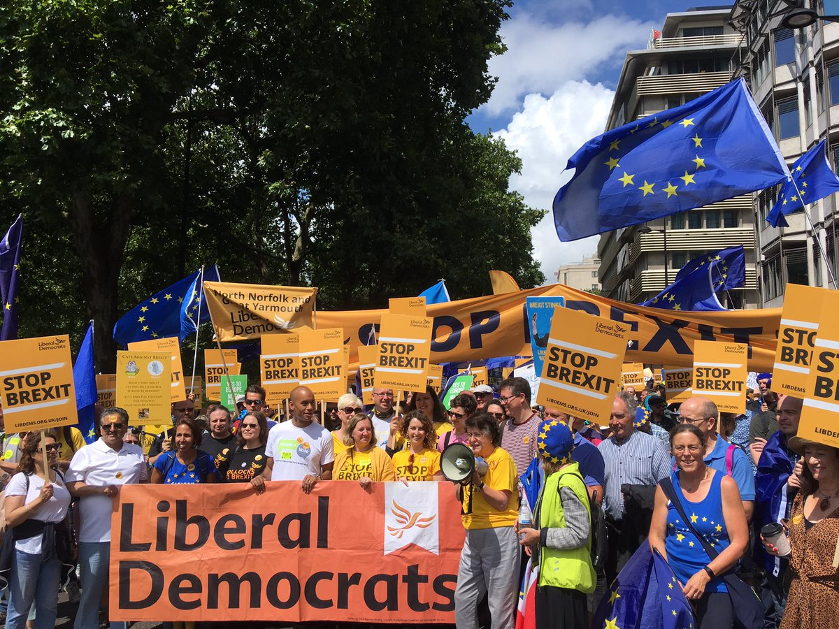 Huge number of @LibDems at the #MarchForChange today calling to #StopBrexit through a #PeoplesVote on any Brexit deal