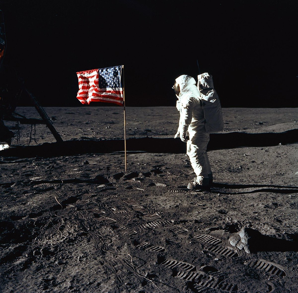 #OnThisDay in 1969, Wapakoneta, OH native Neil Armstrong became the first man to walk on the moon. The world watched in wonder as he and fellow astronauts Buzz Aldrin and Michael Collins did what no one else had ever done before. . . #apolloXI #apollo11 #lunarlanding #armstrong<br>http://pic.twitter.com/qB7rXAL5Hr