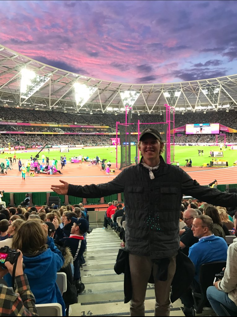 2017- Scalped tickets to World's 10k after nights of drinking in a nearby hostel in London. (foto)  2018- 7:54 3k PB   2019- 7:55 through 3k chasing an Olympic Standard racing in the same stadium.   No fairytale ending today. Blew up.  Bitter part of this crazy process.  Onward <br>http://pic.twitter.com/IGhok4aOTh