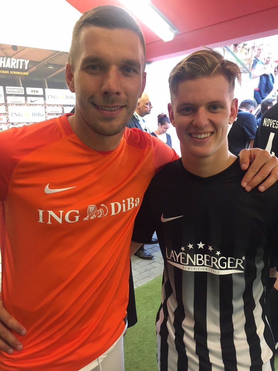 Auch wenn er momentan nicht spielen kann, freue ich mich umso mehr, dass @Podolski10 morgen ins @Benefizkick Stadion kommt!  Besonders cool - er wird uns auch in der Fanmeile beim Autogramme schreiben unterstützen!  Danke, Poldi! #C4C19 #LP10 #NeverGiveUp