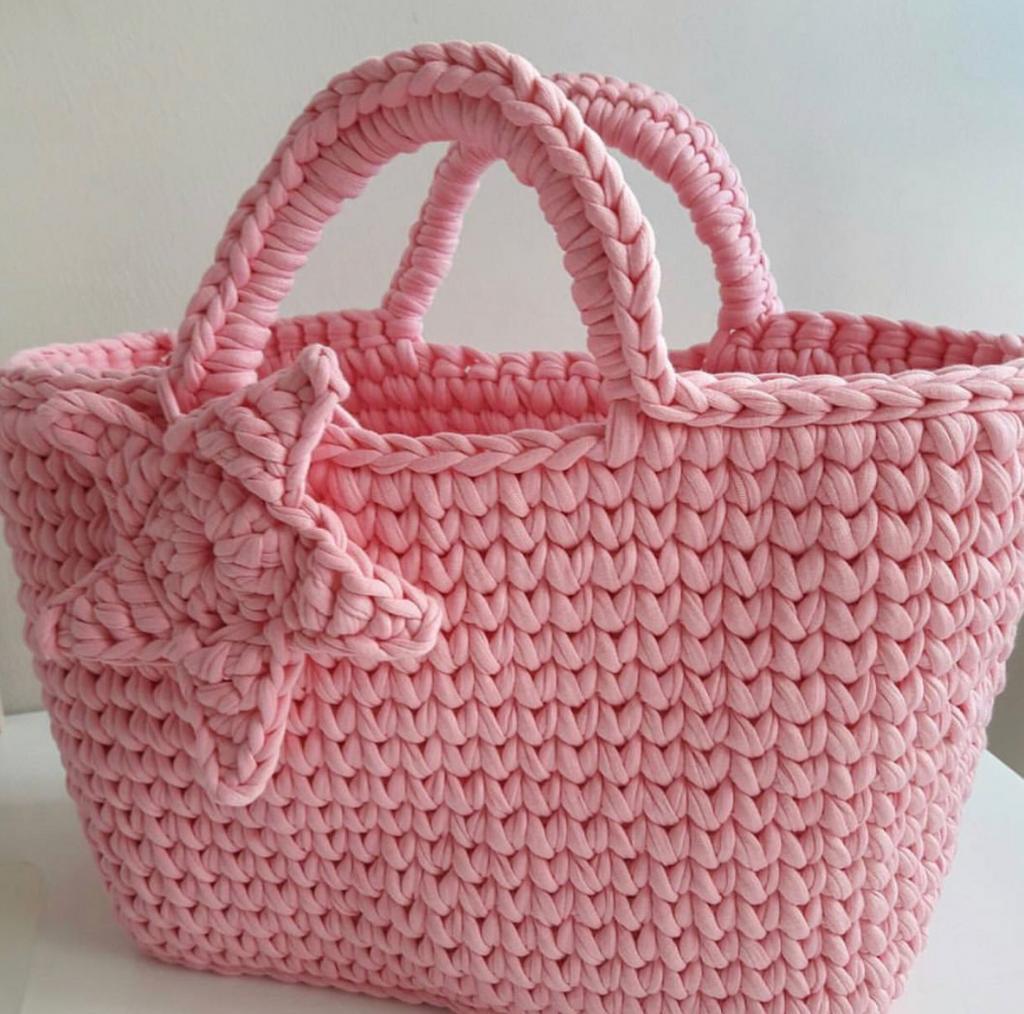 Starfish Pink tote. 😋⠀ .⠀ .⠀ .⠀ .⠀ 📸@renhobi .⠀ .⠀ #foxyyarnco #tshirtyarn #accessories #knitting #handmade #yarn #knit #yarnaddict #crocheting #crochetaddict #knittingaddict #yarnlove #yarnhoarder #crochetlove