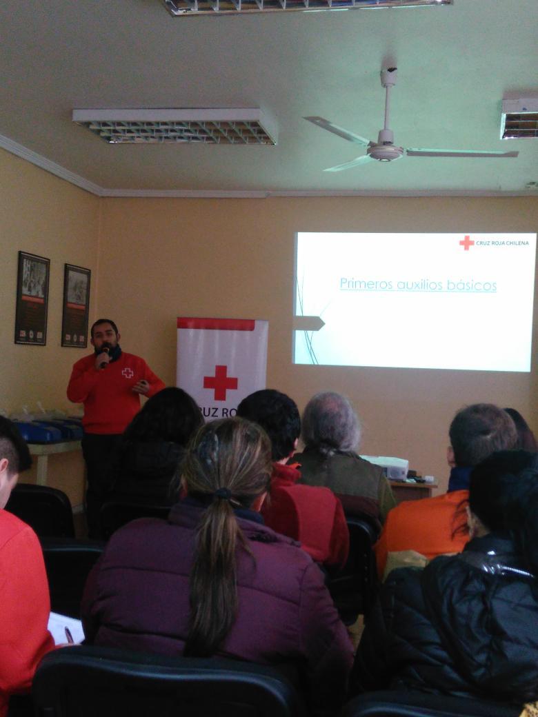 RT @reddeemergencia #CruzRoja realizando charla de primeros auxilios en sede. @RNE_San_Antonio