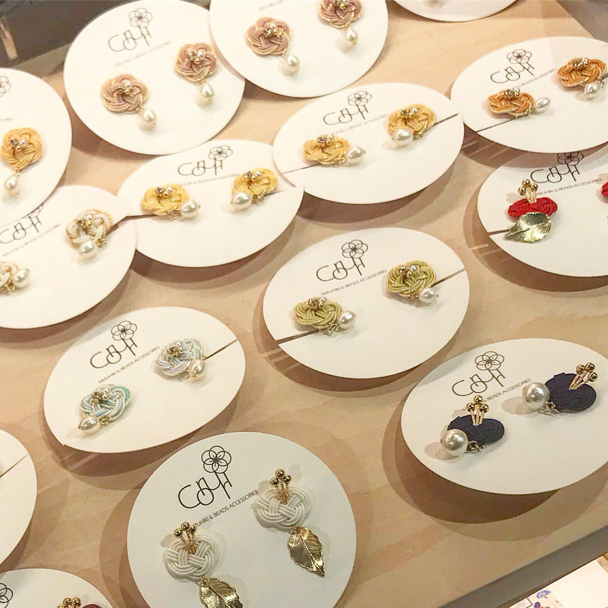 """There were a lot of cute Japanese accessories on the market.  traditional Japanese artifacts """"Mizu-Hiki水引""""  Many foreign tourists bought it.  It's very cute and I want to sell it at my online shop.   #japan #japee #accessories #culture #水引"""