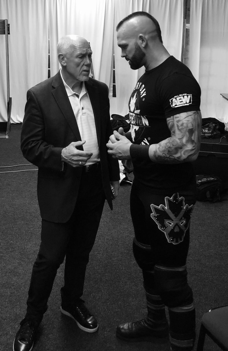 Some last minute pointers from my Advisor last night in San Antonio.   The mind...the legend. #Tully  Advantage, Spears.  @AEWrestling